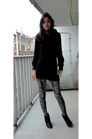 black H&M dress - black Zara boots - gray H&M leggings