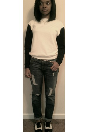 boyfriend jeans Levis pants - black and cream Urban Outfitters shoes