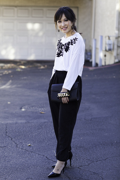 Forever 21 t-shirt - H&M purse - black harem The Limited pants
