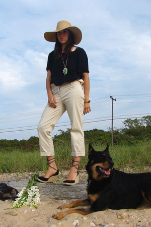 beige Jcrew hat - black madewell top - beige pants - black Tommy Hilfilger shoes