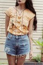 Sky-blue-levis-shorts-nude-morningthrift-top