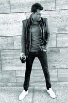 black Pierre Balmain jeans - heather gray Damir Doma top