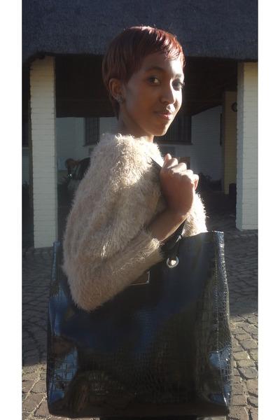 beige Nicci boutique sweater - black Nine West bag