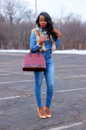navy denim shirt - nude pointy toed shoes - navy skinny jeans