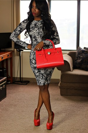 black bodycon dress - red bag - red pumps