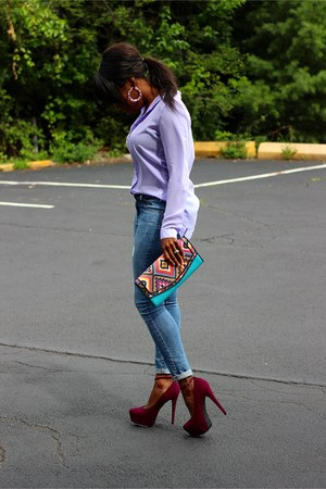 light blue jeans - turquoise blue tribal print purse - maroon platformed heels