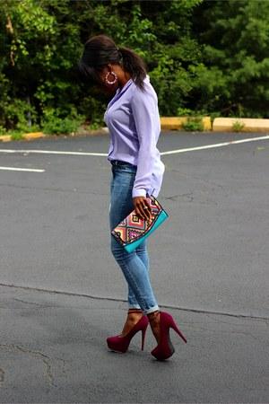 light blue jeans - turquoise blue tribal print purse - maroon platformed heels