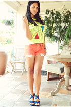 orange denim f21 shorts - neon cut f21 top - gold f21 necklace - blue Zara heels