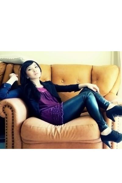 NyLa blazer - online top - online leggings - Zara boots