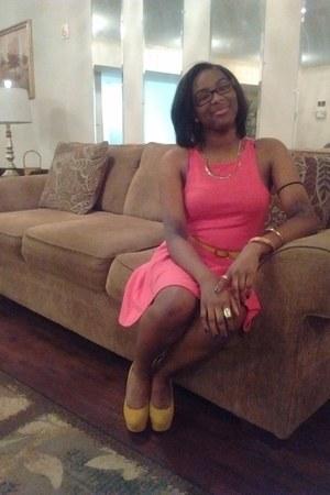 mustard belt - hot pink dress - green blazer - mustard heels
