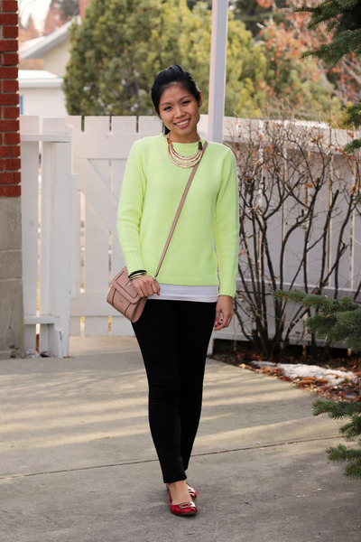 Forever 21 sweater - Cisono leggings - Guess bag - Style & Co top - Vincci flats