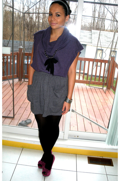 deep purple top - heather gray skirt - magenta shoes - black stockings - silver