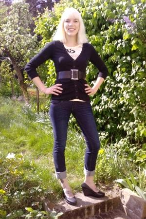 Topshop sweater - Topshop belt - Bershka t-shirt - Zara jeans - Zara shoes