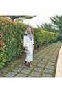 White-uniqlo-dress-black-basic-leggings-heather-gray-scarf
