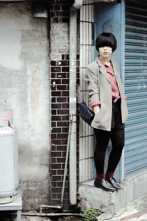 gold vintage blazer - red shirt - black pants