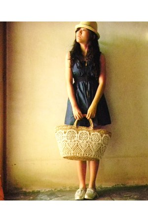 vintage dress - Material straw hat - Lace basket - adidas flats
