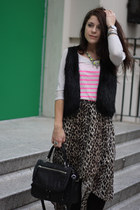 brown Forever 21 skirt - black DKNY purse - hot pink Gap t-shirt