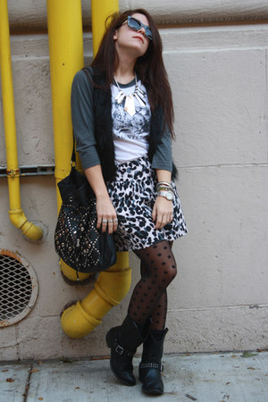 polka dot Apt 9 Kohls tights - H&M shorts - Raconteurs concert t-shirt