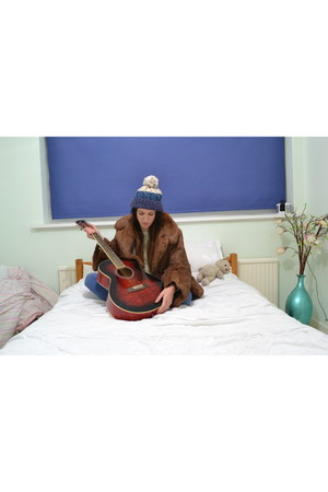 navy bobble hat River Island hat - crimson fur vintage coat
