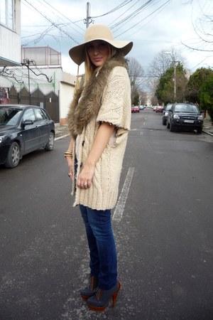 gray asos boots - blue Zara jeans - camel meli melo hat - camel Sfera cardigan