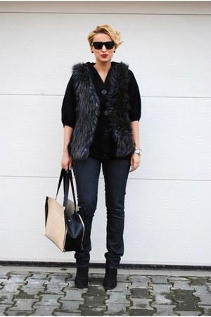 H&M vest - Topshop boots - Zara jeans