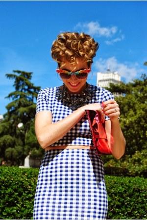 pink clutch mmm maison martin margiela bag - Primark sunglasses - pull&bear top