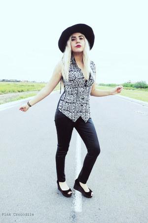 black 100 silk Dana Buchman vest - black Amanda Smith hat