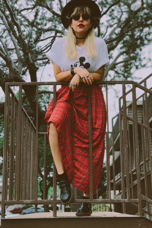 ruby red 100 rayon bechamel skirt - black Dr Martens shoes - black hat