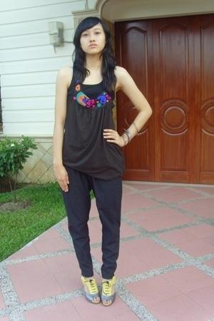 Zara brown tank top - H&M black tank top - grey pants - Rotelli heels