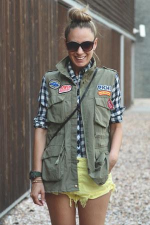 romwe vest - Stradivarius shirt - Zara shorts - H&M sunglasses