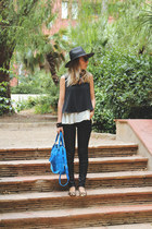 In a cloud necklace - Stradivarius jeans - Zara hat - hope 1967 bag - Zara flats