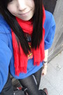 Red-scarf-blue-t-shirt-blue-leggings-black-boots-red-dr-martens-boots