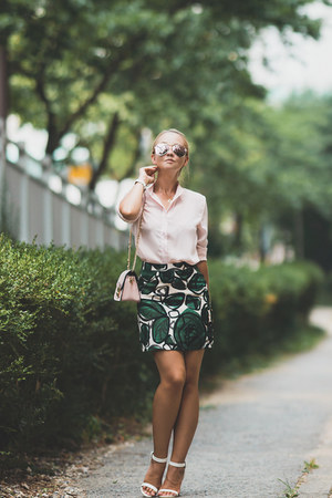 green Yoins skirt - bubble gum zeroUV sunglasses