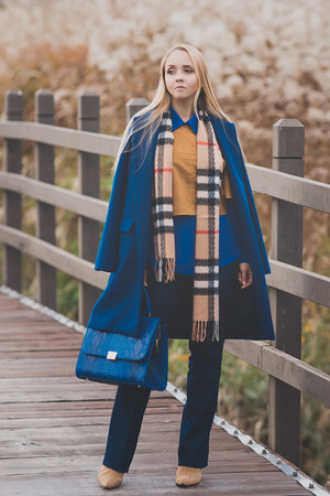 blue Ellen Dane coat - mustard Burberry scarf - blue romwe bag