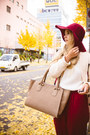 Ruby-red-choies-hat-white-kate-katy-sweater-eggshell-uterque-bag