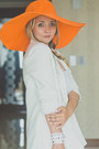 Light-orange-echo-hat-white-chicwish-blazer-white-kate-spade-bag