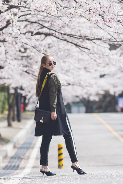 black Styled Moscow bag - forest green romwe blouse - black Styled Moscow pants