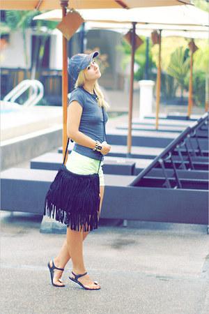 black Miss Nabi bag - heather gray Forever 21 t-shirt - black Chanel sandals