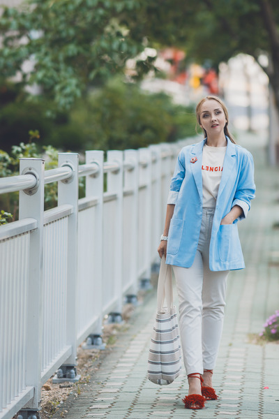 light blue Styled Moscow blazer - off white Styled Moscow bag