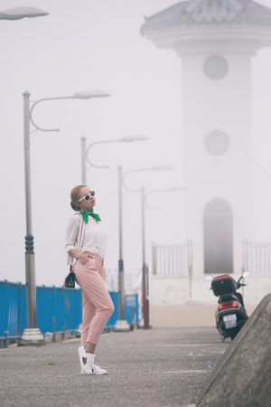 light pink romwe pants - white Styled Moscow sneakers