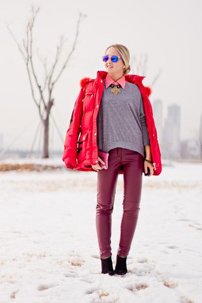 bubble gum balenciaga bag - blue giant vintage sunglasses - maroon H&M pants