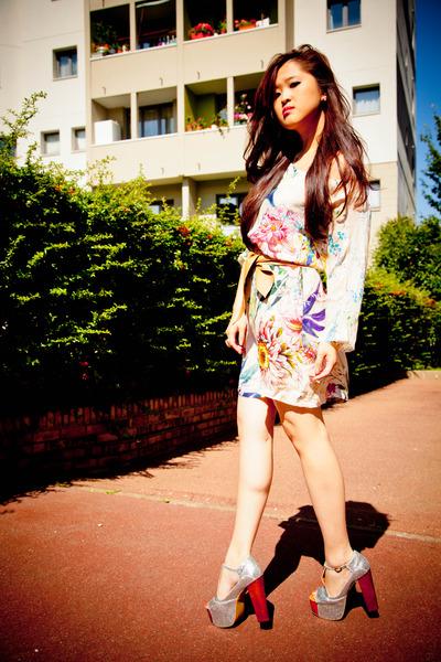 ae05cd09 Silk Zara Dresses, Leather Zara Belts, Jeffrey Campbell Sandals ...