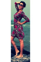 hot pink Diane Von Furstenberg dress - maroon Marc Jacobs sunglasses