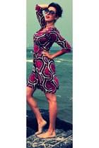 hot pink Diane Von Furstenberg dress - maroon Marc Jacobs sunglasses