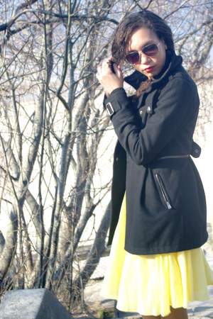 black Bershka coat - yellow warehouse skirt