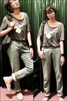 periwinkle Airwalk shoes - periwinkle Miredo jeans - black Bodypack bag