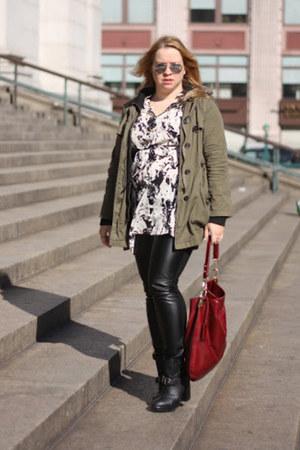 black leather heeled Dolchetta boots