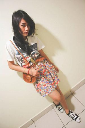 white unkl347 t-shirt - traditional bag - NyLa belt - Zara skirt - Converse shoe
