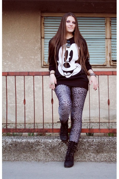 Black Combat Boots With Leggings