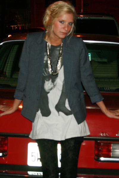 Vintage goodwill blazer - Fiberops t-shirt - Forever 21 leggings - vintage neckl